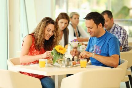 Frühstück beim Schwesterhotel Sporthotel ROYAL X – Urlaub im Ferienhaus – Ferienhaus am See – Seevilla Leitner – Urlaub in Kärnten am See