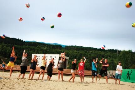 Beachvolleyballplatz am Millstätter See beim Schwesterhotel Sporthotel ROYAL X – Urlaub im Ferienhaus – Ferienhaus am See – Seevilla Leitner – Urlaub in Kärnten am See