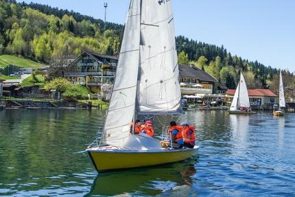 Segeln am Millstätter See beim Schwesterhotel Sporthotel ROYAL X – Urlaub im Ferienhaus – Ferienhaus am See – Seevilla Leitner – Urlaub in Kärnten am See