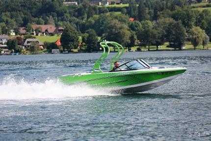 Sportmotorboot am Millstätter See beim Schwesterhotel Sporthotel ROYAL X – Urlaub im Ferienhaus – Ferienhaus am See – Seevilla Leitner – Urlaub in Kärnten am See